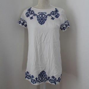 Lulus White Tunic Blue Embrodery Small EUC